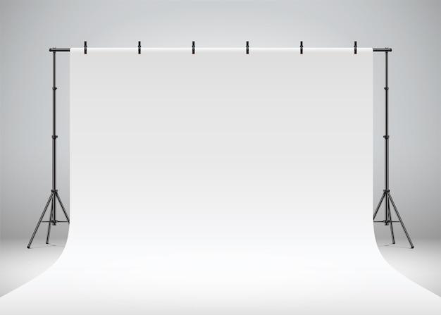 Cenário de estúdio fotográfico branco pendurado em clipes e tripés