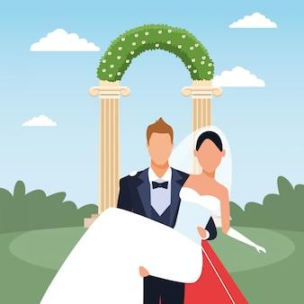 Cenário recém casado com o noivo segurando a noiva nos braços