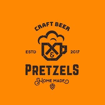 Cerveja artesanal e pretzels abstraem logotipo retrô