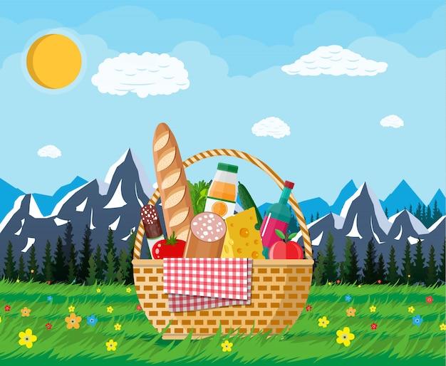 Cesta de piquenique cheia de produtos e natureza