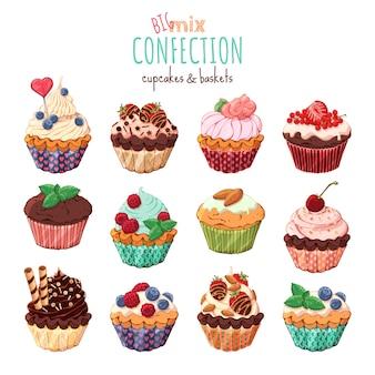 Cestas doces e cupcakes com creme decorado com frutas e chocolate.