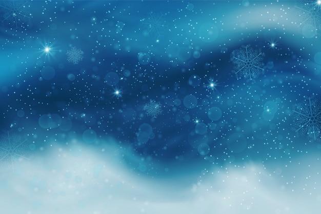 Céu azul do inverno com neve caindo, flocos de neve com paisagem de inverno.