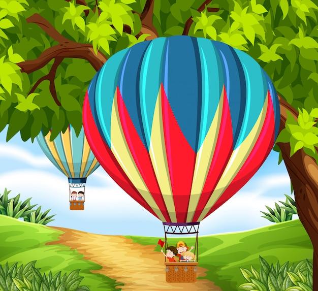 Cgroup de crianças andando de balão de ar quente