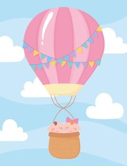 Chá de bebê, bebês fofos no céu de balão de ar quente, celebração bem-vindo recém-nascido