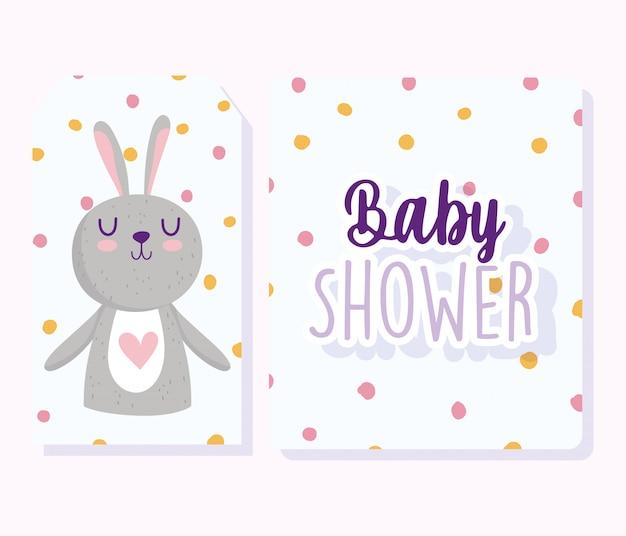 Chá de bebê, cartão de convite com fundo pontilhado de desenho animado de coelhinho fofo