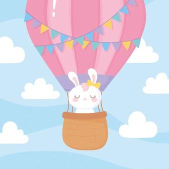 Chá de bebê, coelho fofo voando no céu de balão de ar quente