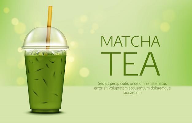 Chá verde matcha com cubos de gelo no copo para viagem