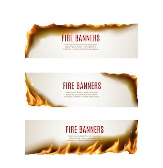 Chamas de fogo de papel queimando banners de vetor com bordas e cantos de chamas realistas, faíscas, cinzas e fumaça. folheto de publicidade ou cupom de oferta de promoção com línguas de fogo amarelas brilhantes