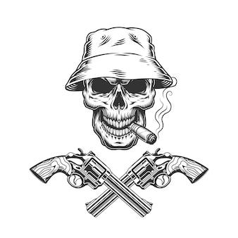 Charuto de fumar crânio no chapéu panamá