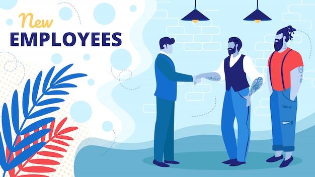 Chefe bem-vindo novos funcionários na área de escritórios modernos.