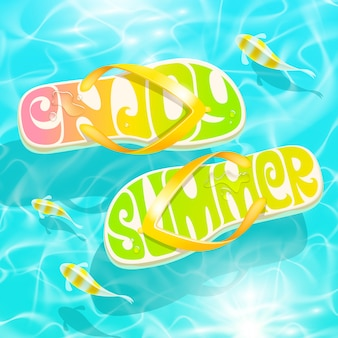 Chinelos com saudação de verão flutuando na água com peixes tropicais - férias de verão