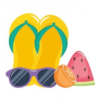 Chinelos sandálias e óculos de sol acessórios de verão