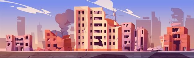 Cidade destruída em zona de guerra, edifícios abandonados com fumaça. consequências de destruição, desastre natural ou cataclismo, ruínas pós-apocalípticas do mundo com estrada quebrada e ilustração de desenho animado de rua