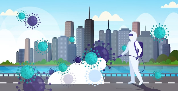 Cientista em traje de proteção perigosa desinfecção de células de coronavírus epidemia vírus mers-cov wuhan 2019-ncov pandemia de risco à saúde cidade moderna rua paisagem urbana