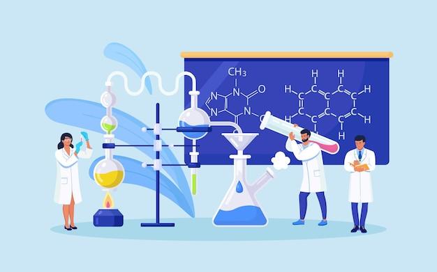 Cientistas que realizam pesquisas científicas, análises e testes de vacinas.