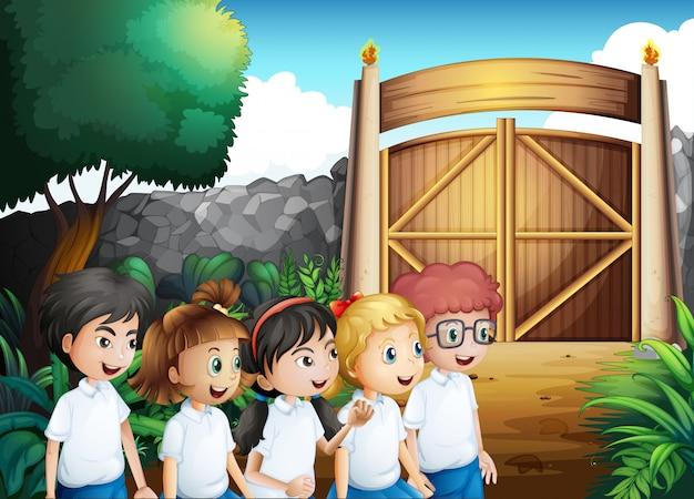 Cinco alunos com uniformes completos