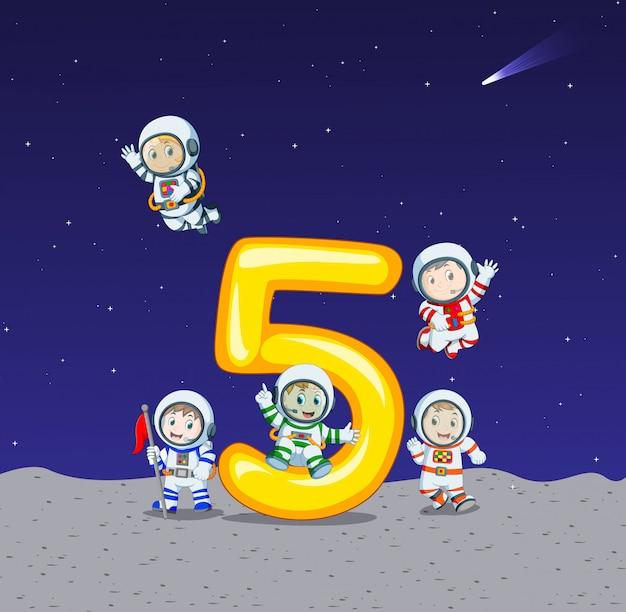 Cinco astronauta no grande número cinco