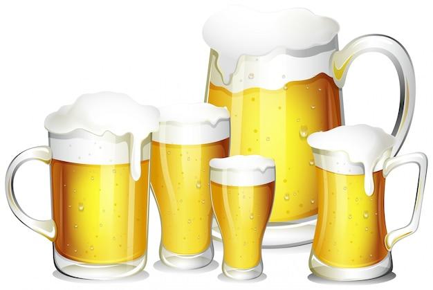 Cinco copos de cerveja fresca