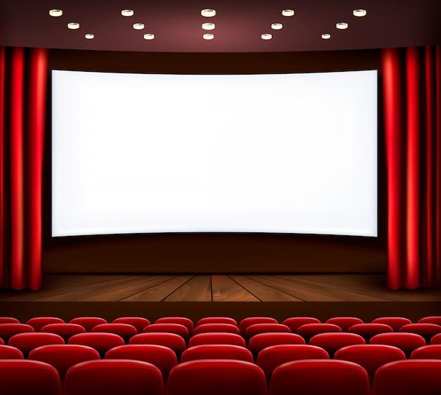 Cinema com tela branca, cortina e assentos.