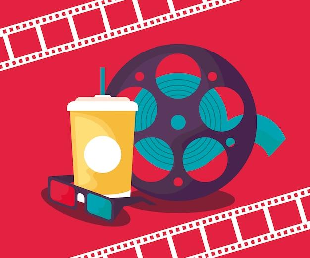 Cinema de rolo de fita com bebida e óculos
