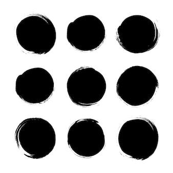 Círculo texturizado mão desenhada abstratos traços de tinta preta conjunto isolados no fundo branco.