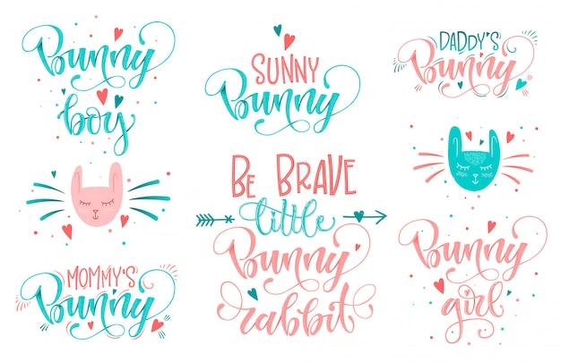 Citações de coelhinho conjunto nas cores rosa, azuis. mão desenhar roteiro de caligrafia e letras grotescas.