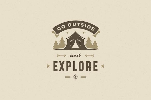 Cite a tipografia com a barraca de acampamento desenhada à mão no símbolo da floresta para cartão ou cartaz e outros