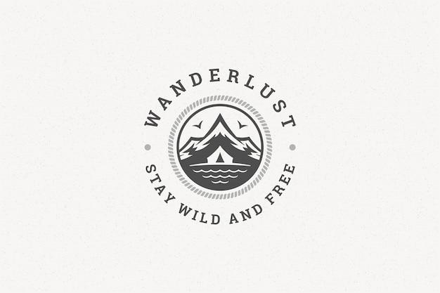 Cite a tipografia com montanhas de mão desenhada e símbolo da tenda para cartão ou cartaz e outros.