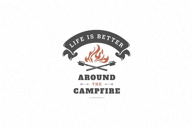Cite a tipografia com o símbolo de fogueira de acampamento desenhado de mão para cartão ou cartaz e outros.