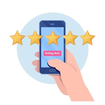 Cliente dando cinco estrelas por aplicativo de smartphone.