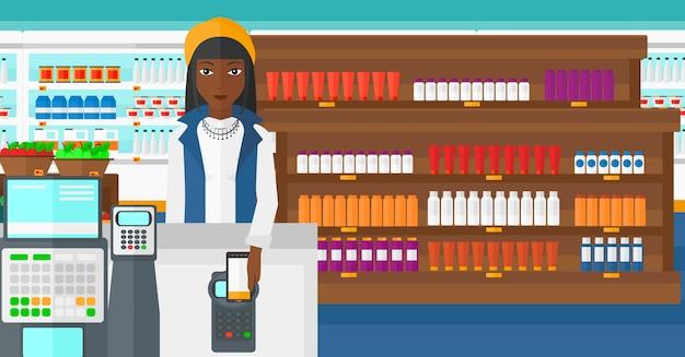 Cliente pagando com smartphone usando o terminal.