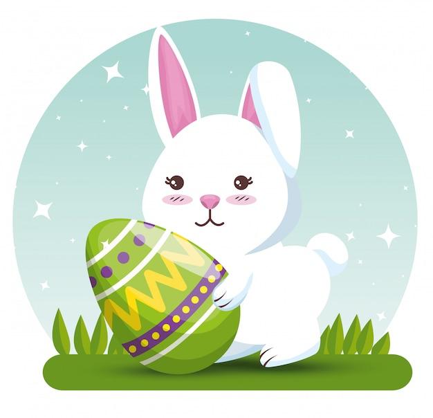 Coelho com decoração de ovo de páscoa para evento