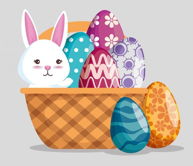 Coelho com decoração de ovos na cesta para evento