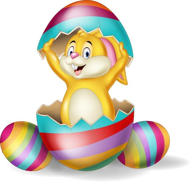 Coelho de desenho animado sai do ovo de páscoa