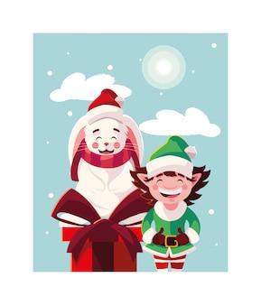 Coelho e elfo com caixa de presente na paisagem de inverno