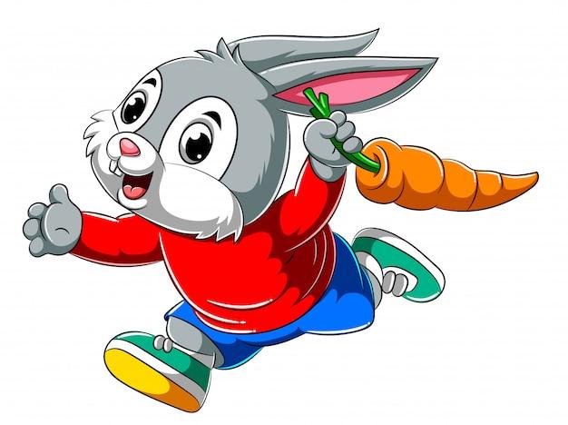Coelho feliz dos desenhos animados, correndo e segurando a cenoura grande