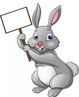 Coelho feliz dos desenhos animados e sinal em branco