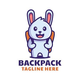 Coelho fofo com design de logotipo de desenho animado de mochila