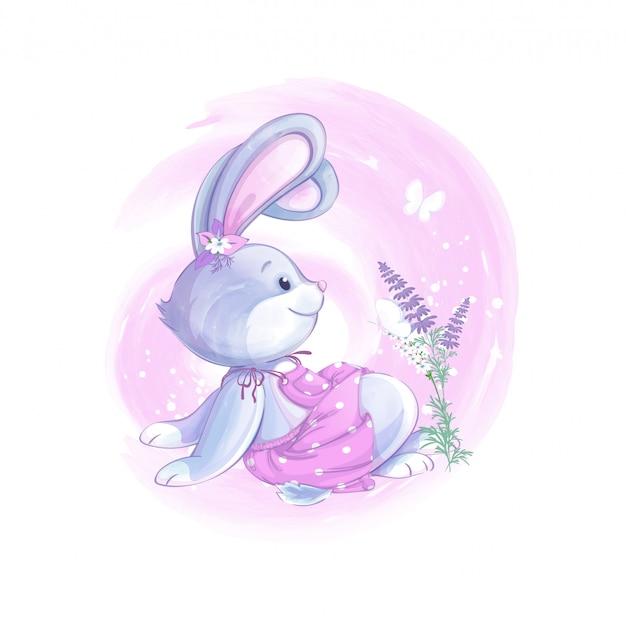 Coelho linda garota em um vestido rosa senta-se e olha para uma borboleta. flores silvestres.