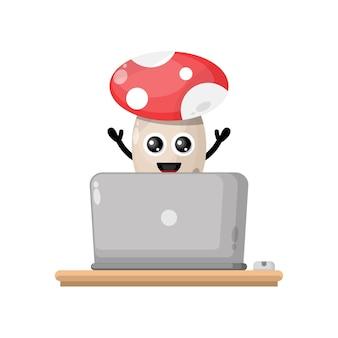 Cogumelo do laptop do mascote do personagem fofo