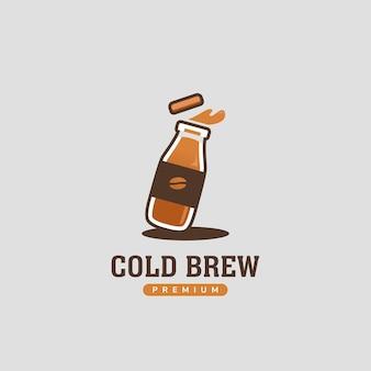 Cold brew café prensado dentro do logotipo da garrafa