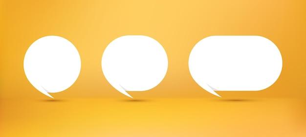Coleção de balões de fala brancos em estilo de papel de origami em fundo amarelo