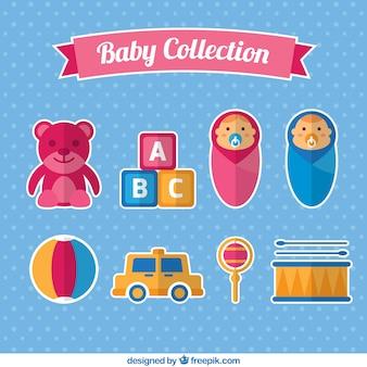 Coleção de bebês com alguns brinquedos em design plano
