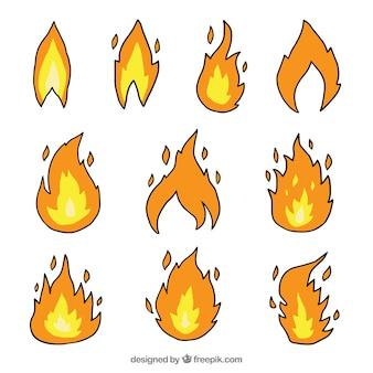 Coleção de chamas desenhados à mão com desenhos diferentes