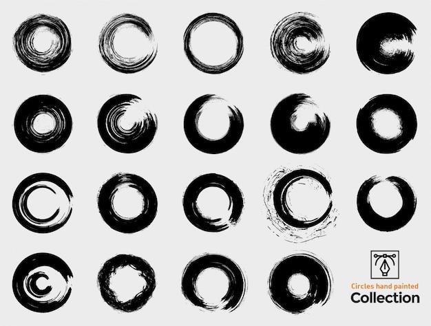 Coleção de círculos isolados pintados à mão. mão negra pintada pinceladas. conjunto de quadros redondos de grunge.