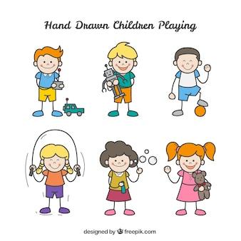 Coleção de crianças desenhados à mão jogando