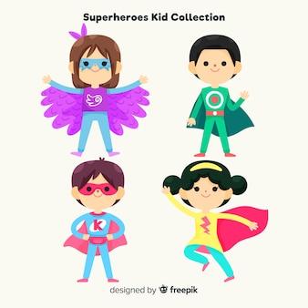 Coleção de crianças vestidas de super-heróis