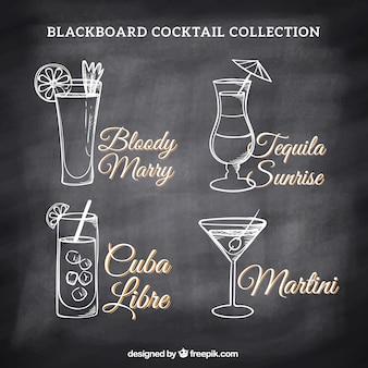 Coleção de desenhos de cocktails em um quadro-negro