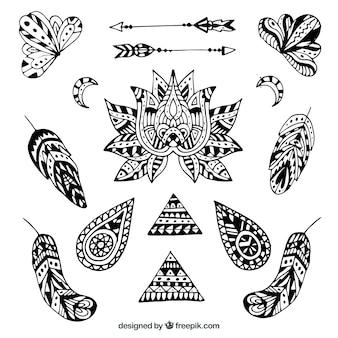 Coleção de elementos de boho na mão desenhada estilo
