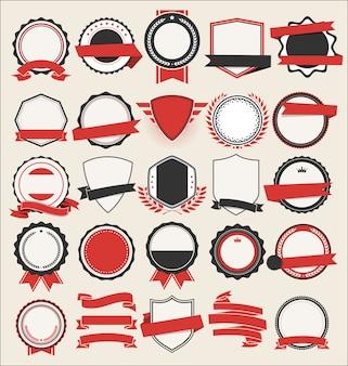 Coleção de escudos planos emblemas e etiquetas estilo retro